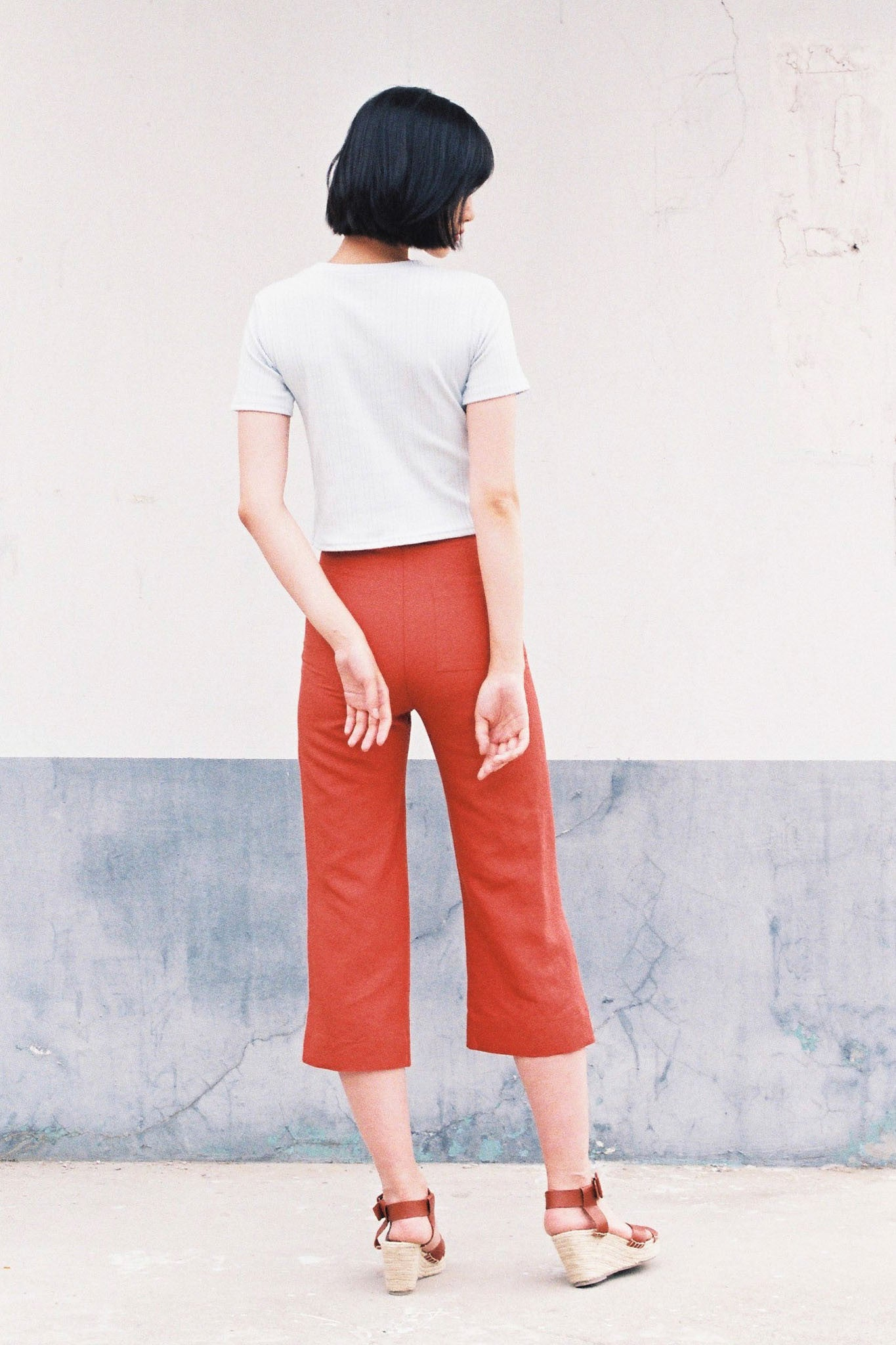 Cool Girl cropped relaxed linen trousers