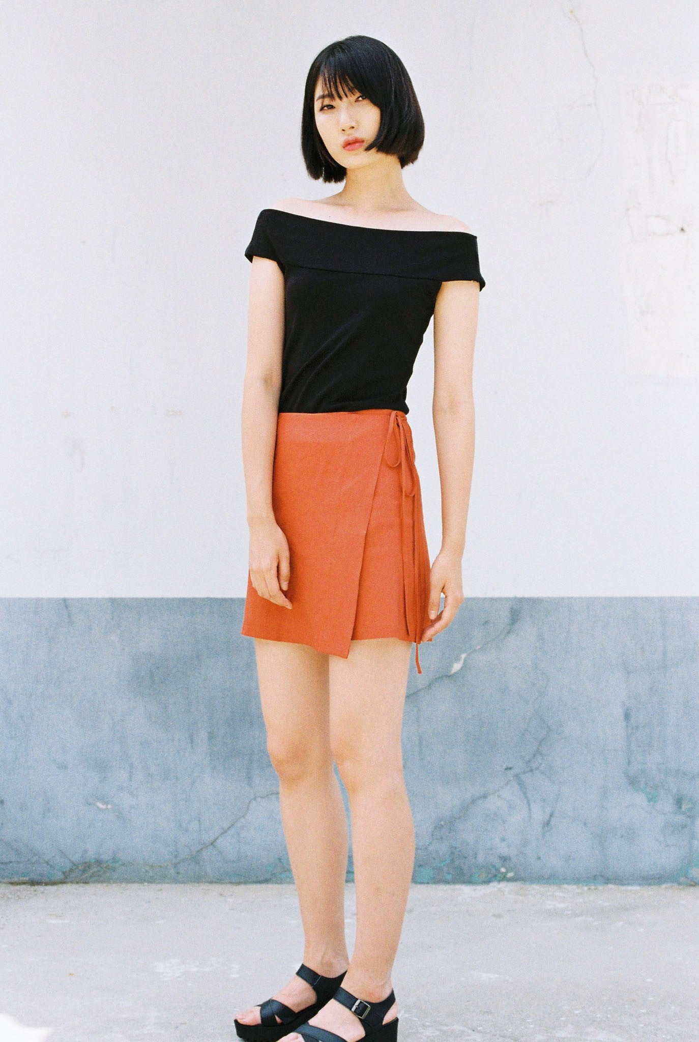 Season mini wrap linen skirt