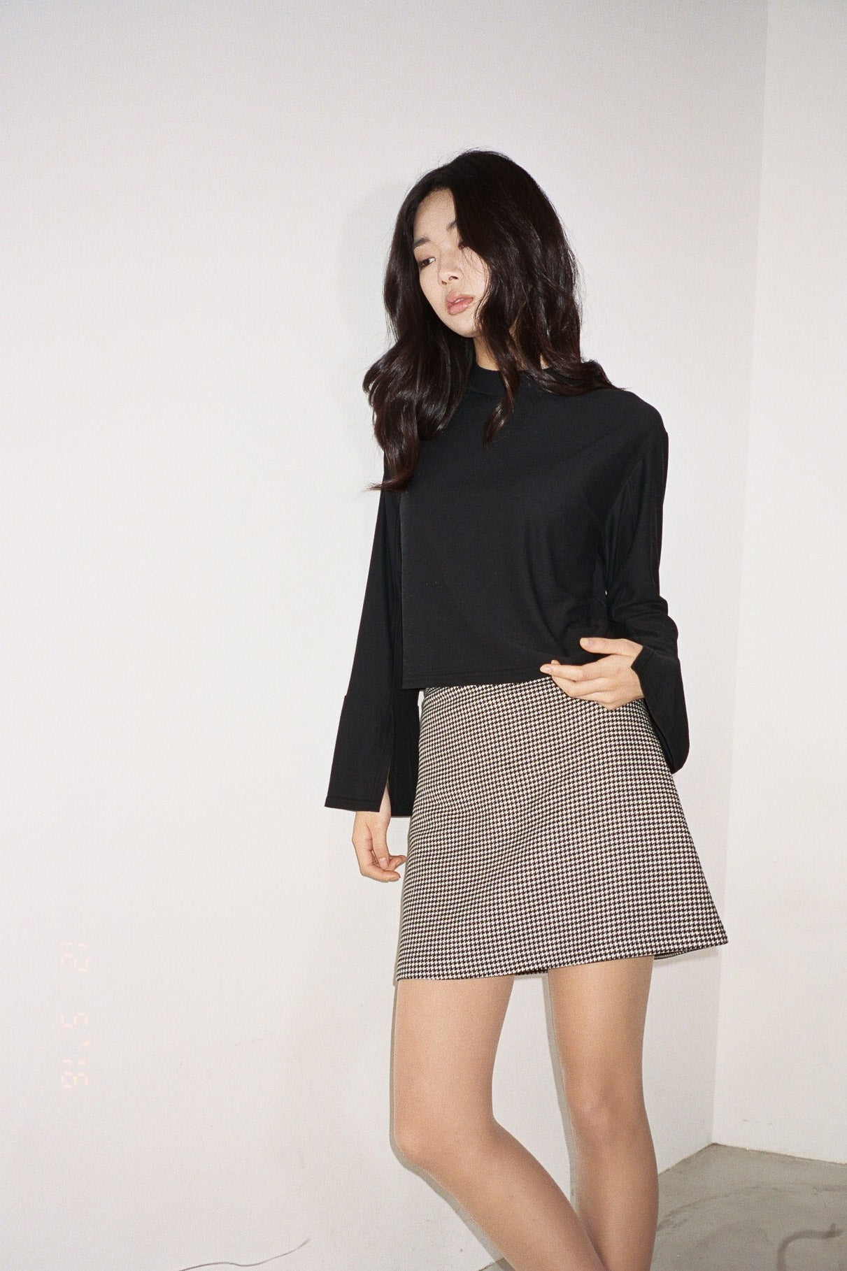 Kita sleeve-slit high neck top