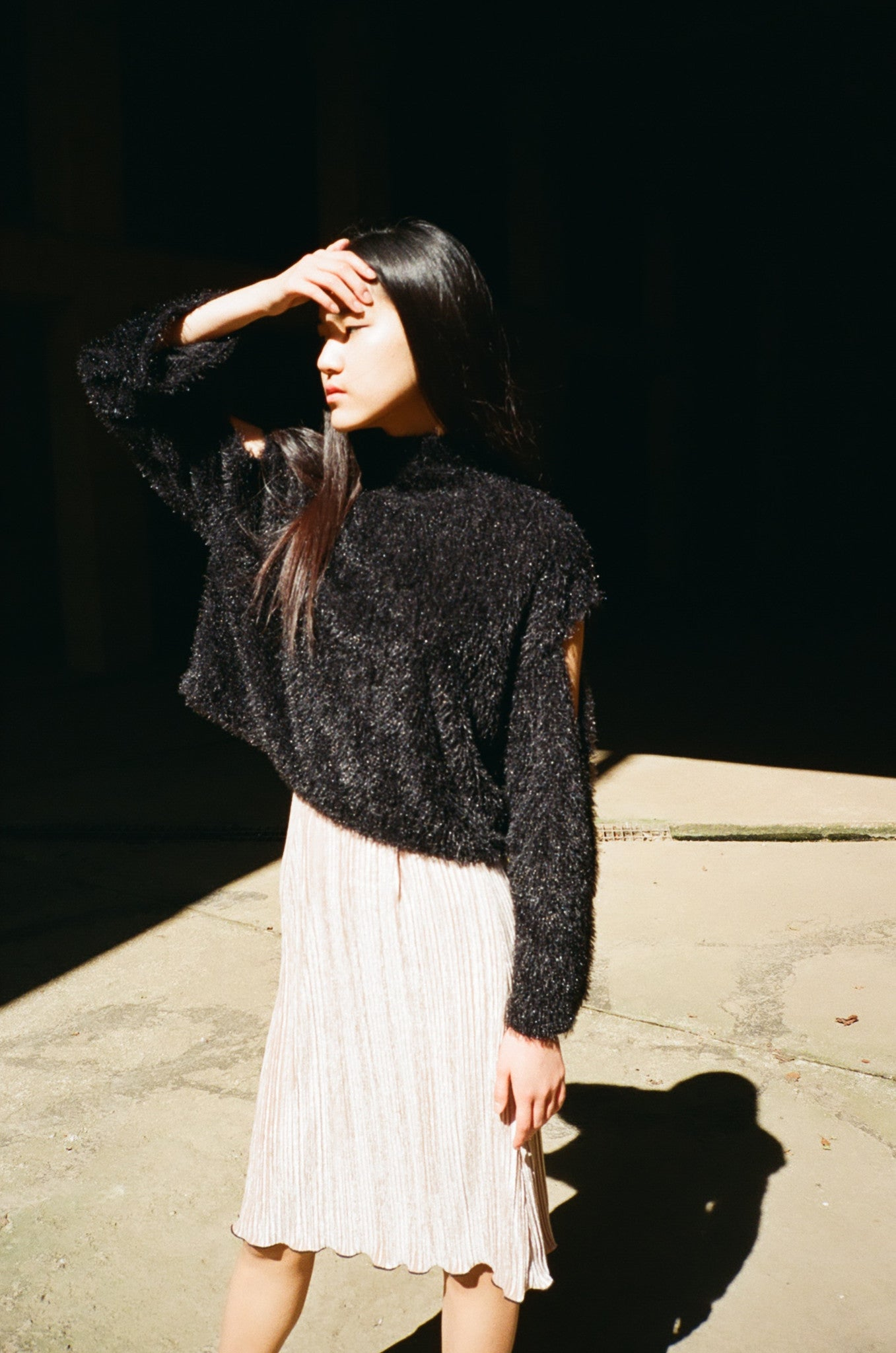 Play fluffy cold-shoulder jumper
