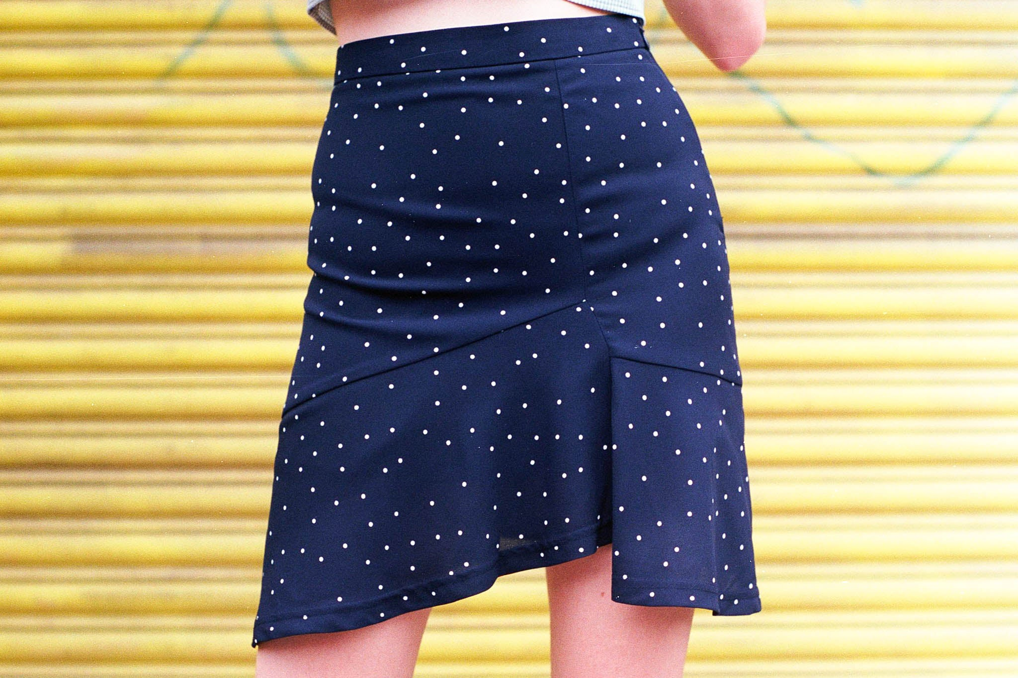 Notebook dotted ruffled mini skirt
