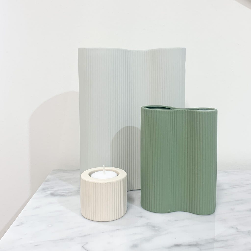 Ribbed Infinity Vase | Small | Leaf