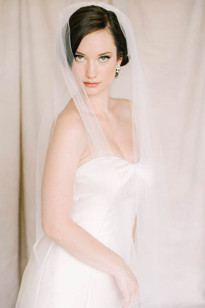 On of our favs! Sheer, hand cut edge bridal veil from Sara Gabriel