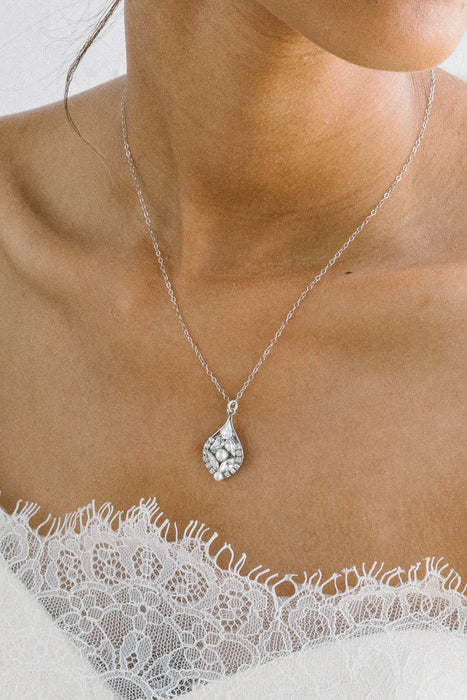 Dainty crystal and pearl bridal necklace | Sara Gabriel