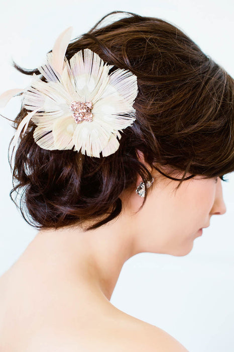 Blush vintage bridal hair accessories | Sara Gabriel