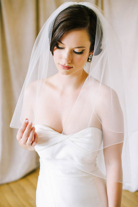 Elbow length bridal veil with delicate pencil edge | Sara Gabriel