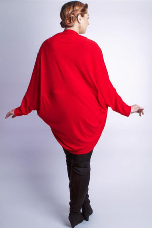 Diane Kroe wanderlust wrap Travel Cardigan back view cocoon sweart red prarisienne