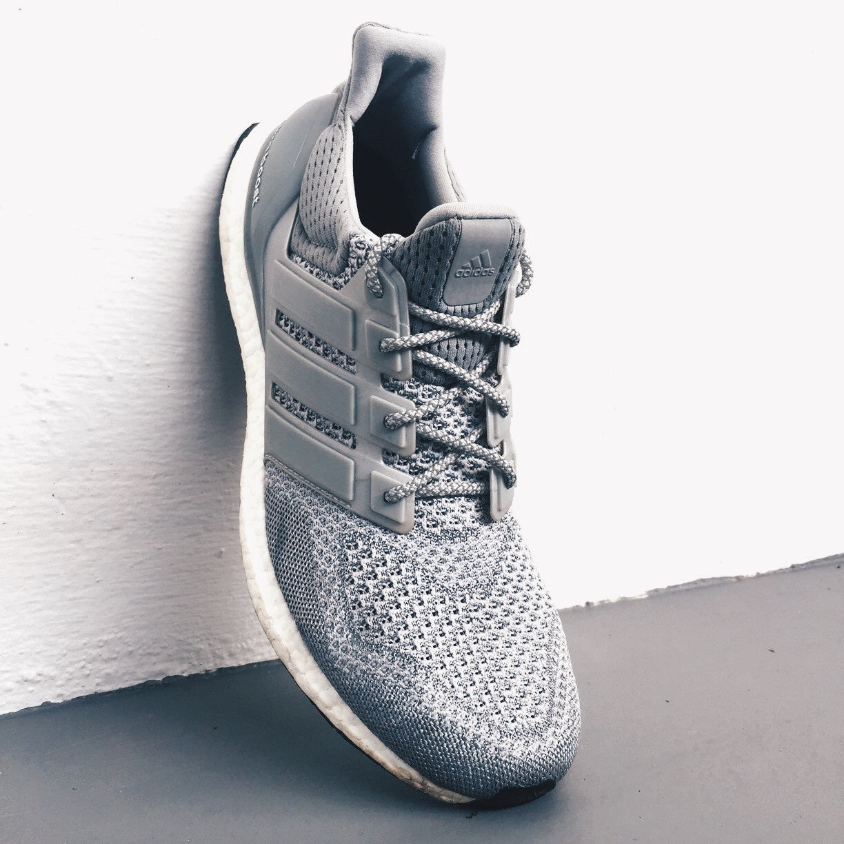 How To Lace Your Sneakers / Swap Your Shoe Laces : ADIDAS Ultra Boost 1.0 Silver Grey Reflective LTD