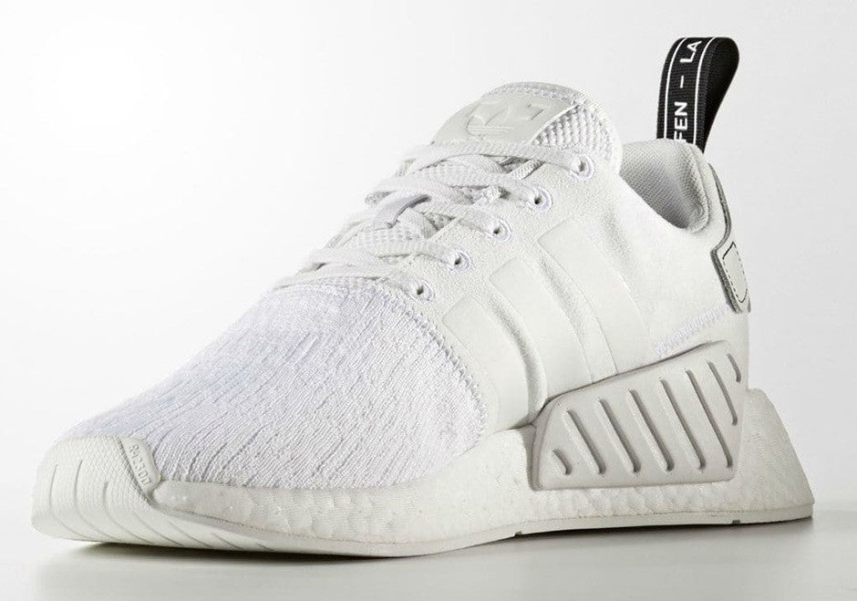How To Lace Your Sneakers / Swap Your Shoe Laces : ADIDAS NMD R2 Primeknit Triple White