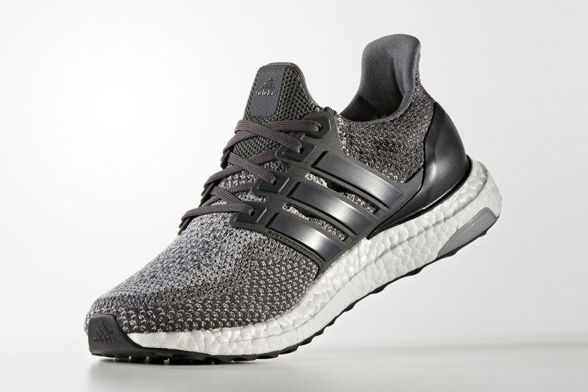 How To Lace Your Sneakers / Swap Your Shoe Laces : ADIDAS Ultra Boost Solid Grey