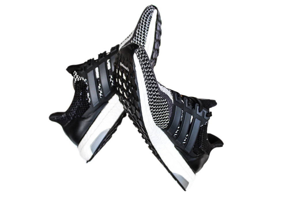 How To Lace Your Sneakers / Swap Your Shoe Laces : ADIDAS Ultra Boost 2.0 3M Reflective LTD Black