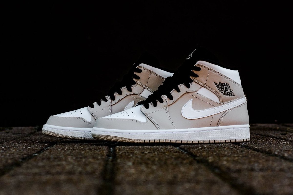 "How To Lace Your Sneakers / Swap Your Shoe Laces : Air Jordan 1 ""Desert Sand"" 