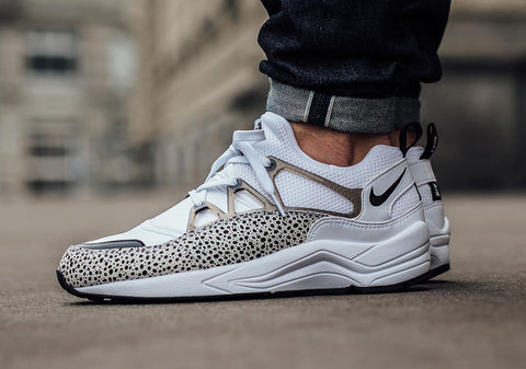 nike air huarache light safari white