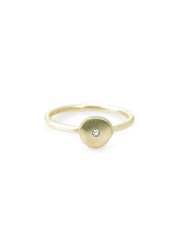14k disc charm w. 0.02ct diamond on 14k ring band