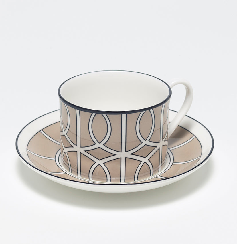 Loop Truffle/White Teacup & Saucer (Black)