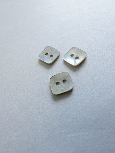 Boutons de nacre carrés / Mother-of-pearl square buttons