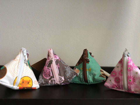 Petite pochette triangle / Triangular little pouch