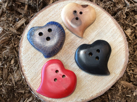 coeur en bois / heart shaped wood button