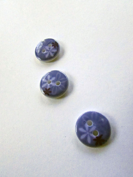 Bouton bleu-lavande à motif de fleur/ Blue-lavender with flower pattern button