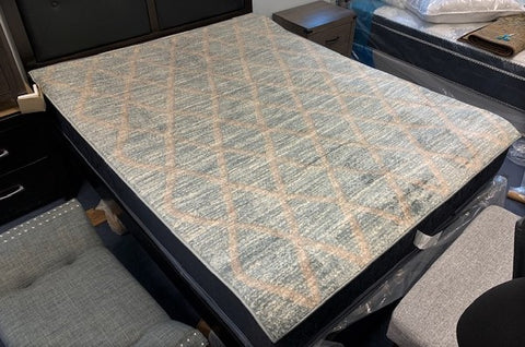 5' X 7'- (PARK LANE GREY DIAMONDS)- AREA RUG