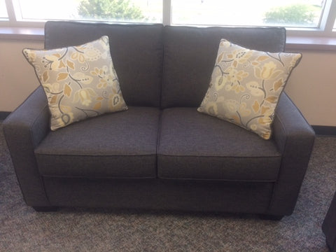 (0907 GREY- 20)- FABRIC- CANADIAN MADE- LOVESEAT- WITH 2 PILLOWS