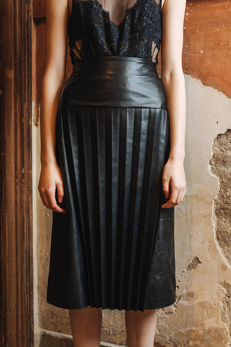 DEA The Label / Elle Pleated Leather Skirt / Black