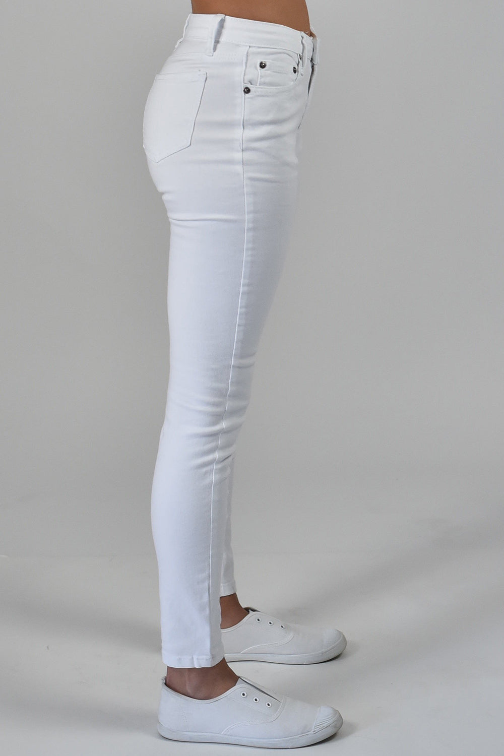 Carousel Essentials / Twiggy Jean / White