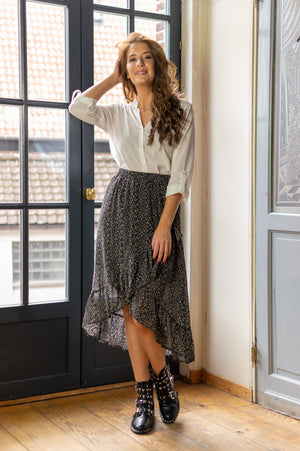 Roaming Around Skirt - Black