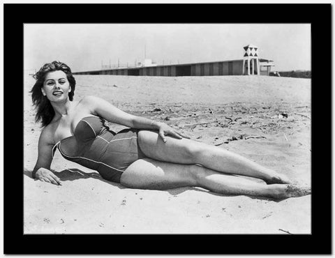Sophia Loren posed at the Beach High Quality Photo