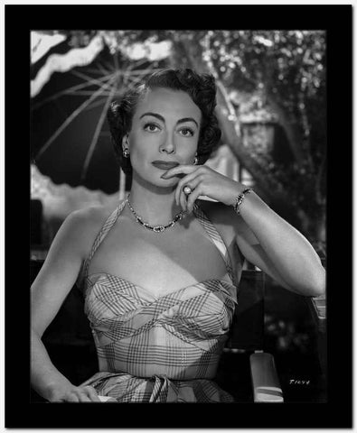 Joan Crawford Looking Gorgeous in a HD Classic Portrait High Quality Photo