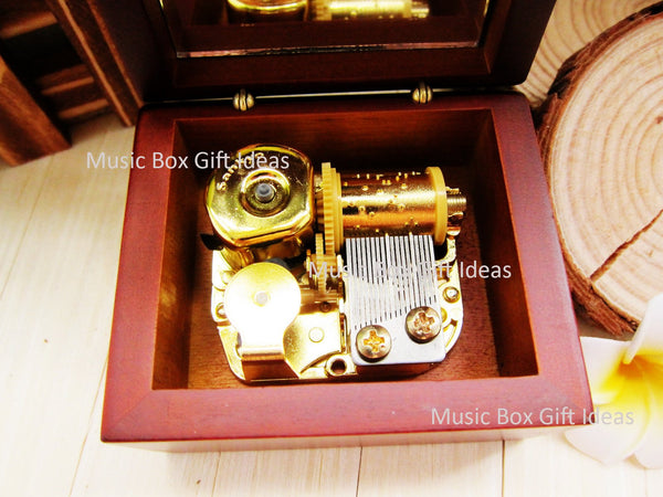 Musical The Phantom of the Opera Think of Me 18-Note Music Box Gift (Wooden Clockwork) - Music Box Gift Ideas