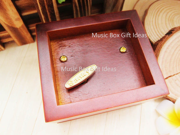 Musical Cats Soundtrack Memory 18-Note Music Box Gift (Wooden Clockwork) - Music Box Gift Ideas