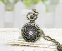 1 pc/lot New Arrival 2016 Arrival Retro Quartz Necklace Pendant Chain Mechanical Hunger Games Pocket Watch Necklace Gifts - Alternative Measures