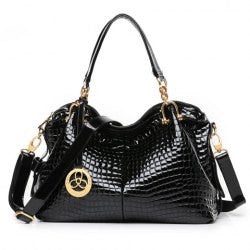 Trendy Crocodile Print and Metal Pendant Design Women's Tote Bag - Alternative Measures -