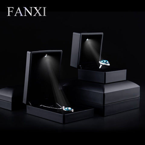 2016 FANXI hot sell matte black rubber paint jewelry box with LED light for wedding or party holder finger ring/pendant/bracelet - Alternative Measures