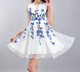 Fashion White Sleeveless princess Embroidered Dress