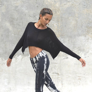 light weight crop sweater. Made of bamboo.