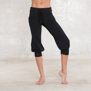 These capri are the perfect pants for yoga practice or lazing around the house. Sustainable, eco-friendly & slow fashion.