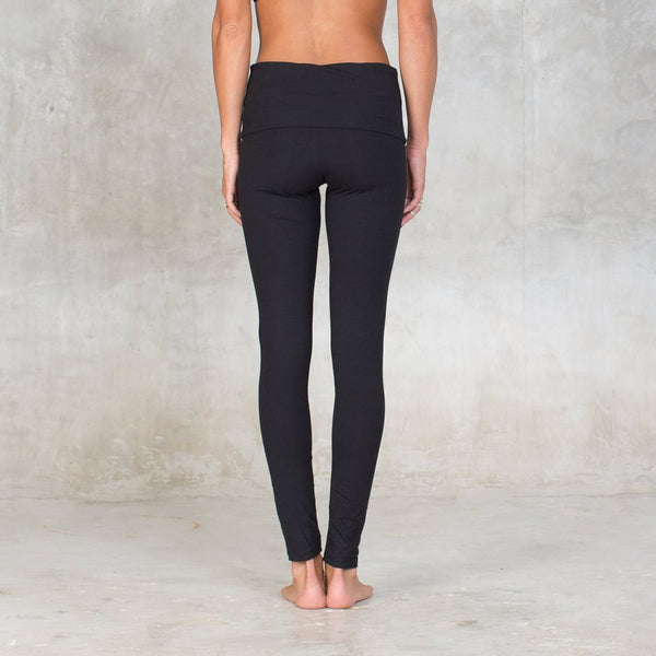 Organic cotton legging with fold over waist band. For all season and all occasion an organic basic that will be with you at all times. Strong support fabric firms, smoothes and slims hips & thighs and flattens your tummy. Ideal for gym, yoga, dance class or leisure, wear them all day! Sustainable, eco-friendly & slow fashion.
