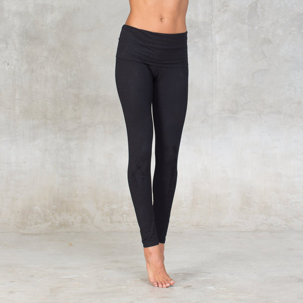 Organic cotton legging with fold over waist band. For all seasons & all occasions, an organic basic that will be with you at all times. Strong support fabric firms, smoothes and slims hips & thighs and flattens your tummy. Ideal for gym, yoga, dance class or leisure, wear them all day! Sustainable, eco-friendly & slow fashion.