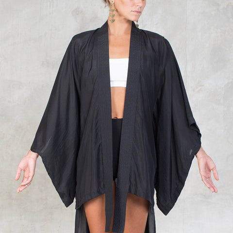 Feminine and elegant, this 100% silk kimono is light & fluid. A modern interpretation of the classic kimono shape made of very soft sheer silk. Slow and sustainable fashion.