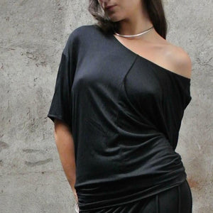 Off the shoulder T made of light weight bamboo jersey.  A basic wardrobe staple. Slow and sustainable fashion.