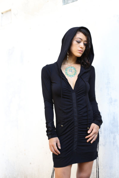 Extra long sleeves hooded top made of very soft bamboo. Vertical canvas detail on sleeves & body. Wear it as a dress or pull up the strings to make it a casual top / wardrobe staple. Slow and sustainable fashion.