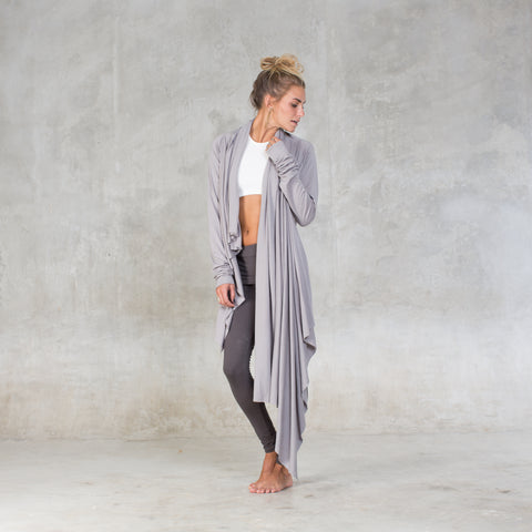 Long sleeves wrap made of soft certified organic cotton jersey. A cozy lounge layer or after yoga wrap this piece is ultra versatile. Sustainable, eco-friendly & slow fashion.