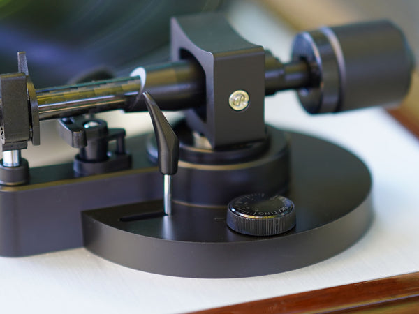 Antiskating dial on Thorens turntable