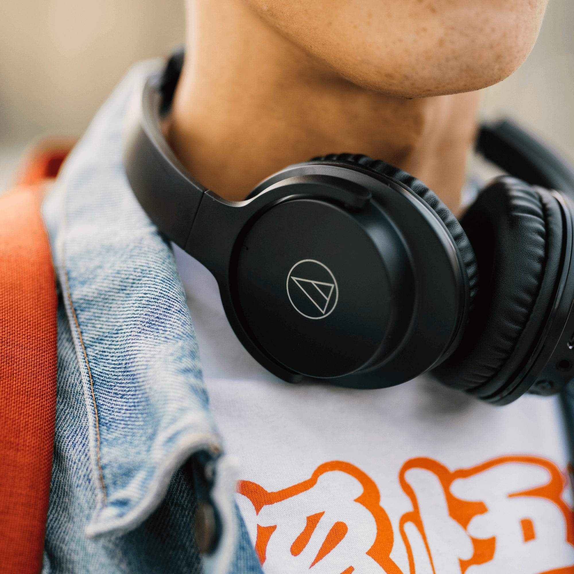 Audio-Technica ATH-ANC500BT Over-Ear Bluetooth Noise Cancelling Headph –  Addicted To Audio