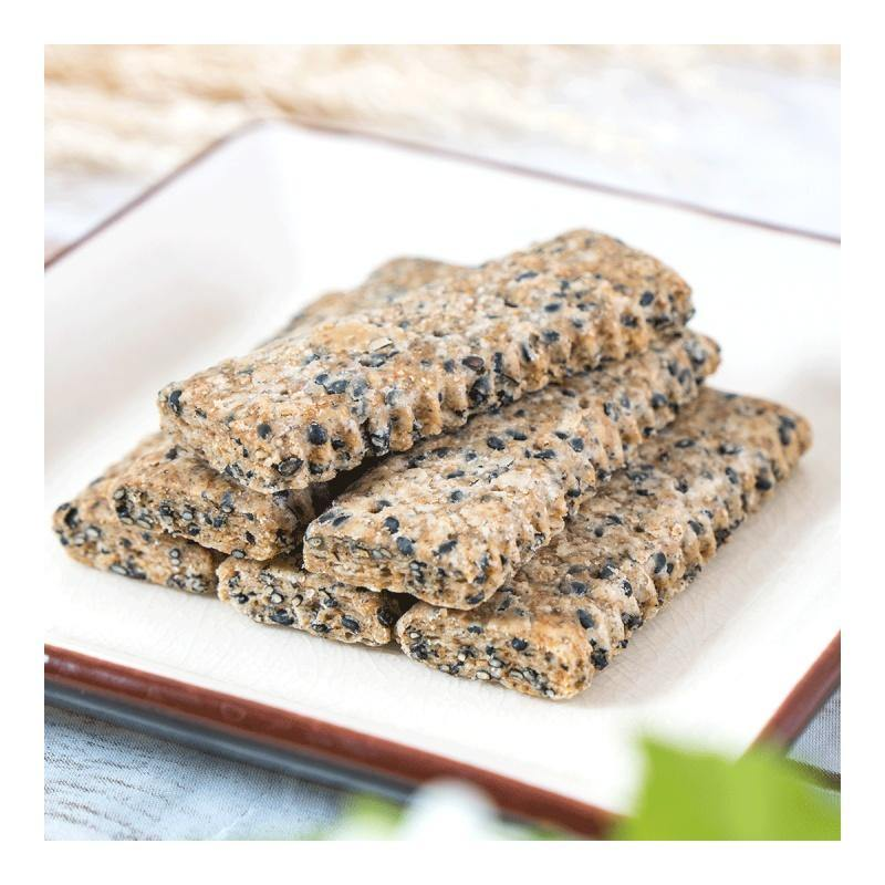 T.K Food Taiwanese Black Sesame Cookies 8.11 Oz (230 g) - 台湾老杨 黑芝麻饼 230g 包装随机发