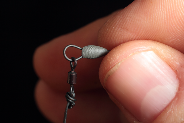 neatly form the Tungsten putty around the overhand loop knot