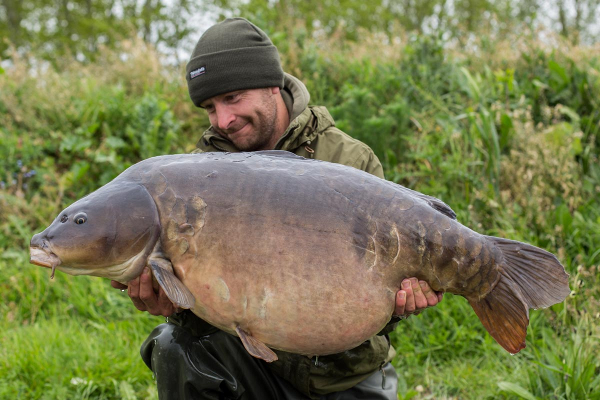 Lee Carpenter with a 48lb uk mirror taken on a size 4 Duropoint Chod hook