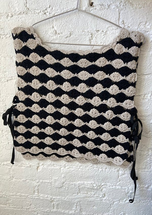 |PRE-ORDER| Hand Crochet Ponchito | Black and White
